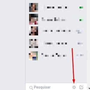 1-No Facebook, procure pela engrenagem na parte inferior da página.