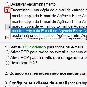 """8. Agora, você precisa ativar o encaminhamento em seu Gmail. Para isso, volte para sua conta no provedor e acesse novamente a aba """"Encaminhamento e POP/IMAP"""". Lá, marque a opção """"Encaminhar uma cópia do e-mail de entrada para..."""". Você também pode determinar se a mensagem deve ser enviada para sua caixa de entrada ou diretamente arquivada. Ao terminar as configurações, clique em """"Salvar alterações""""."""
