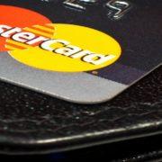 Clientes Mastercard poderão gerenciar suas contas por meio do Facebook Messenger