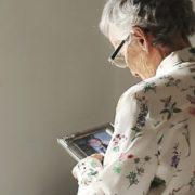 Dispositivo que facilita a comunicação entre paciente e cuidador vence hackathon