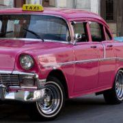 FemiTaxi é o aplicativo que oferece táxis guiados por mulheres; conheça o serviço