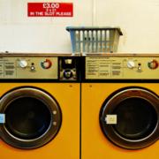 Site te ajuda a entender os símbolos das etiquetas na hora de lavar roupas