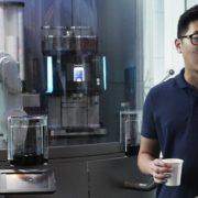 Quiosque de cafés traz robô barista no lugar de atendentes