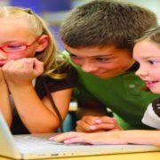 Crianças online: saiba como evitar que os pequenos assistam a vídeos impróprios no YouTube
