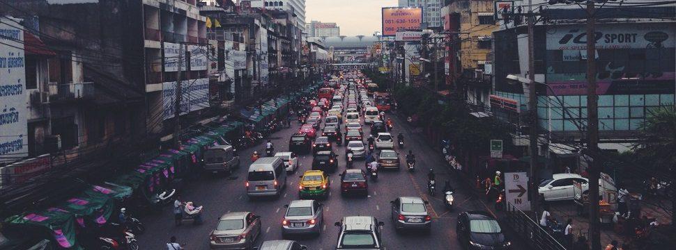 Aplicativos indispensáveis para quem vai enfrentar um trânsito caótico