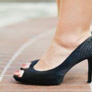 Pequenos pés, grandes ambições: conheça a história da marca especializada em sapatos 33 e 34