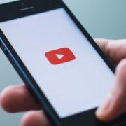 """YouTube de cara nova: rede social ganha layout clean e """"Modo Escuro"""""""