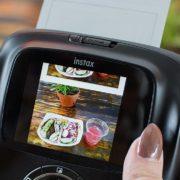 Testamos: Instax Square SQ10 é a câmera híbrida que permite editar fotos instantâneas