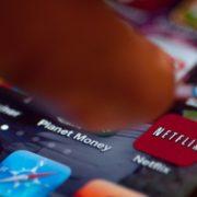 Mistério resolvido: Netflix explica porque sugere filmes e séries aparentemente sem nexo