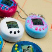Volta do Tamagotchi: bichinho virtual ganha edição comemorativa de 20 anos