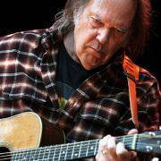 Neil Young lança serviço de streaming gratuito com sua discografia completa