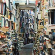 Veja os 10 livros impressos mais vendidos em 2017, de acordo com a Amazon