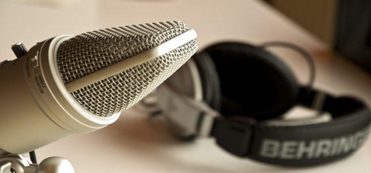 Descubra cinco maneiras de ouvir podcasts online e offline