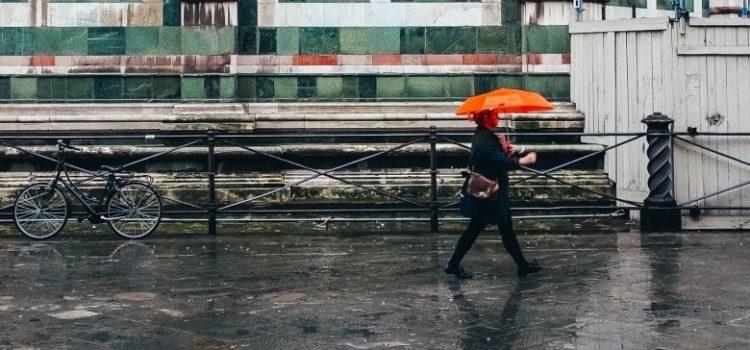 Uber do temporal: Por R$ 1, app oferece compartilhamento de guarda-chuvas em São Paulo