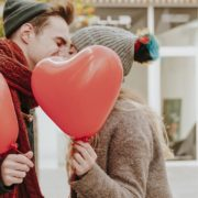 Tinder: 10 dicas para começar uma conversa com o novo match