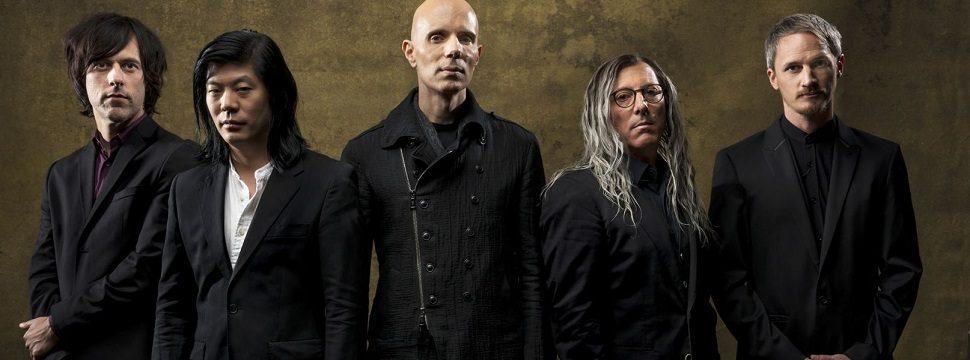 Banda de rock lança versão holograma de seu novo disco