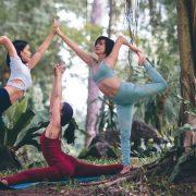 Precisa relaxar? Conheça três canais no YouTube para aprender yoga