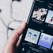 Por que algumas músicas aparecem indisponíveis no Spotify?