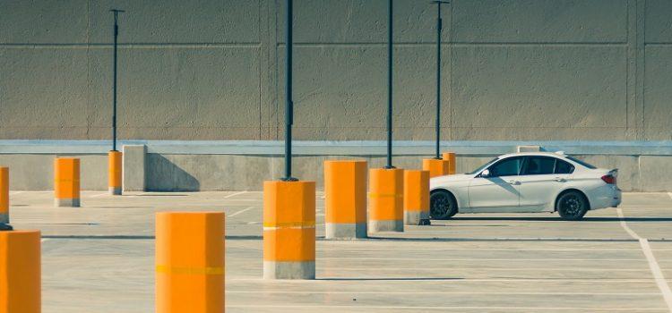 Nunca lembra onde estacionou o carro? Aprenda a marcar no Waze e Google Maps
