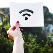 Férias online: como utilizar o Wi-Fi gratuito com segurança