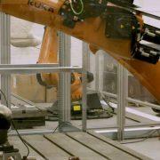 Ford cria robô que simula suor para testar durabilidade dos bancos