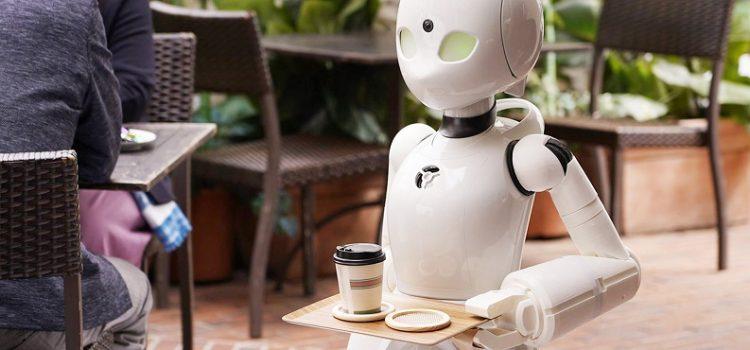 Café em Tóquio tem garçons robôs controlados por pessoas com deficiência
