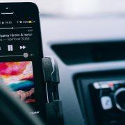 Gosta de ouvir música no carro? Veja como sincronizar o Spotify ao Waze