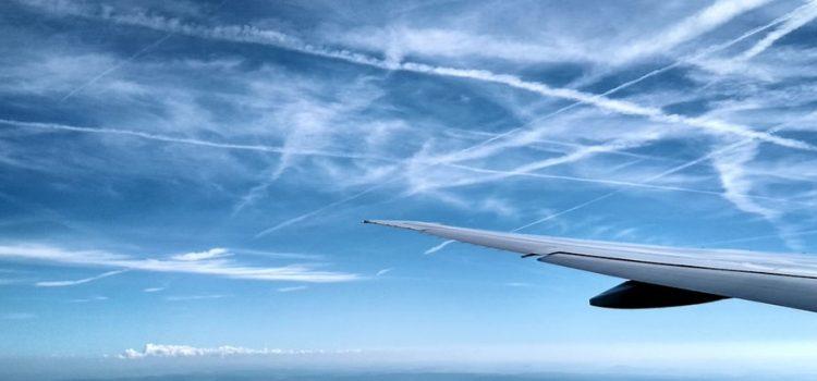Chemtrails: a conspiração por trás dos rastros deixados pelos aviões no céu