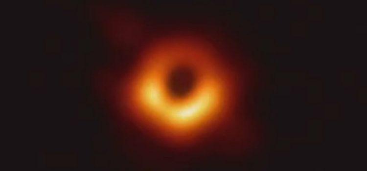 Astrônomos captam primeira imagem de um buraco negro; veja outras fotos incríveis do universo
