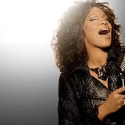 Turnê com holograma de Whitney Houston é anunciada