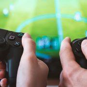 Como jogadores de futebol se divertem no mundo online