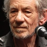 Ian McKellen mantém blog contando experiência em papéis como Magneto e Gandalf
