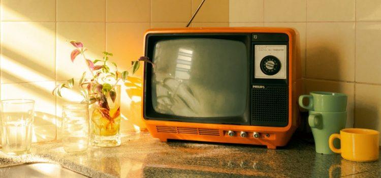 Veja como economizar na conta da TV por assinatura